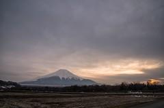 Sunset at Hananomiyako-park (yamanaito) Tags: 富士山 fujisan yamanashi 山梨県 山中湖村 花の都公園 mtfuji fujiyama sunset clouds