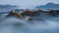 Crouching Dragon (v-_-v) Tags: chengdeshi hebeisheng china cn jinshanling greatwall fog clouds mystic mountains wall beijing asia travel sunrise bluehour morning