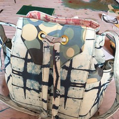 And the finished product ❤️❤️ #handmadebag #handmade #spoonflower #shibori #bagmaking #bucketbag #bluecallapatterns #sewingbee (elizplummer) Tags: shibori bag handmade bagmaking spoonflower
