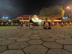 Ngepit   #dahon #cd3 #jogjafoldingbike (desriantoandika) Tags: dahon keraton jogja alunalunutara