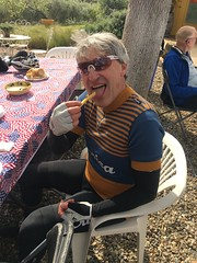 Eroica 2017 - pommes frittes for the noble grimpeur and Argentine sensation... (Max Beach) Tags: eroicacalifornia steelbikes pasorobles callipygian schwinnparamount wooljersey