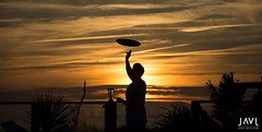 Barman (JaviJ.com) Tags: sunset beach colors españa club el oceano atlantic luz sol colores silueta contraluz del playa costa cadiz la de atlantico frontera puesta palmar camarero malabares vejer bandeja origen andalucia javij