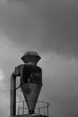 El Naranjo - Chimenea Industrial (damargo1983) Tags: fuenlabrada elnaranjo chimenea chimney chimeneaindustrial polígono industrial polígonoindustrial luz light cielo sky nubes clouds fábrica bw blancoynegro monocromo monocrome monochrome óxido oxidado rust