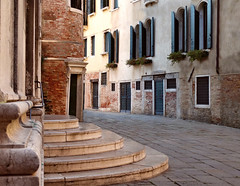 Venise (Jolivillage) Tags: jolivillage ville city città town venise venezia venice veneto vénétie italie italia italy europe europa rue street strada escalier scale