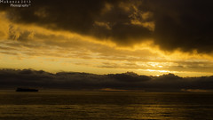 Somos pequeos. (Gonzalo Edmundo.) Tags: chile city winter sunset sea sky naturaleza sun fall nature colors rain set clouds landscape fire gold valparaiso mar via horizon otoo raining naranja ocaso nube oceano sudamerica equilibrio concon skycolors beforerain
