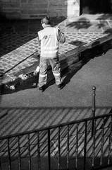 Ombres et lumières rue des Ursins - Paris (Remy Carteret) Tags: street blackandwhite bw paris france canon eos blackwhite noir noiretblanc streetlife nb human mk2 5d canon5d rue quai balai trottoir mkii markii iledelacité iledelacite quais parisienne mark2 parisien balais parisiens parisiennes ruedesursins humains balayeur blancblack canoneos5dmarkii 5dmarkii canon5dmark2 5dmark2 canon5dmarkii canoneos5dmark2 quaisauxfleurs remycarteret rémycarteret humansofparis