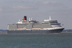 Queen Elizabeth (John Ambler) Tags: cruise sea water sign docks john call ship elizabeth queen solent southampton thorn cunard channel imo queenelizabeth ambler mmsi johnambler 9477438 310625000 zcef2