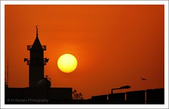 Rising sun (uvaisjm - Al Seylani Photography) Tags: morning sunrise dawn minaret silhouettes mosque newday blinkagain