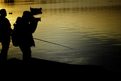Hunting moments (wesp2011) Tags: sunset río canon river colours photographer ocaso siluetas hombre silhuettes fotógrado 550d t2i womanmanmujer