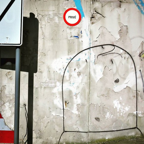 Must be nice... a #private #Bisser - #Leuven #Belgium #streetart #graffiti #streetartbel #streetart_daily #urbanart #urbanart_daily #graffitiart_daily #graffitiart #streetarteverywhere #mural #wallart #ilovestreetart #igersstreetart #igersbe #rsa_graffiti