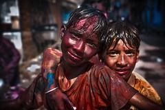 Jaipur - Holi festival  #07 (Roberto Farina Travel Photography) Tags: portrait holifestival asia jaipur india rajasthan children tinted playground
