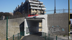 Oviedo (Jusotil_1943) Tags: 210217 puente fences redcars malla