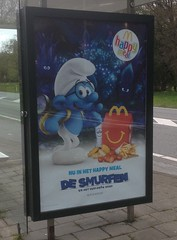 "McDonald's Happy Meal ""De Smurfen"" (Nobo Sprits) Tags: bushalte happy meal ad reclame mcdonalds smurfs smurfen dorp lost village pitufos abri paysbas"