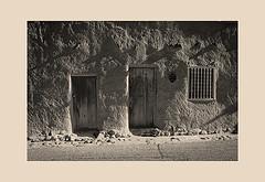 The Oldest House II, Santa Fe, New Mexico (John A. Benigno) Tags: theoldesthouseinsantafe santafe newmexico adobechurches churches newmexicochurches newmexicoadobechurches adobechurchproject sanmiguelmission luminousendowment johnabenigno photographicimages nm usa