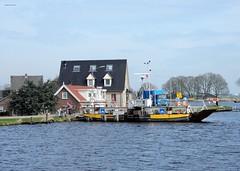 pontje van Nessersluis (bcbvisser13) Tags: pontje water rivier oever dijk huis woning fietser amstel nessersluis gemderondevenen provutrecht nederland eu