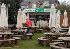 Clevedon's Hidden Cafe (Canis Major) Tags: clevedon cafe hidden burgers chips hotdogs seats canissenior