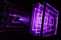 Efectos sorprendentes de luz (Alyaz7) Tags: nikond7200 lentenikonnikkorafs1855mm13556giidxvr vr rawquality expoluzeimaginación efectosdeluz lighteffects morado purple proyecciones projections luz light patrones patterns oscuridad darkness hipnótico hypnotic museodelaciudaddeméxico méxicocity asombroso amazing espectáculo show cuadros squares líneas lines