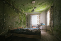 Green nightmare (Post-Mortem (Alexandre Katuszynski)) Tags: urbex urbanexploration ue germany urbexgermany abandonedgermany hotel hôtelabandonné abandonedhotel lostplaces lowlight light verlassen forgotten rotten decay derelict decayed r