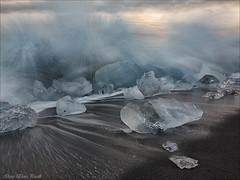 Jökulsárlón beach - Iceland (Elanor82) Tags: canon eos 5d mark3 mrk3 mk3 2470 is usm iceland islanda island jökulsárlón beach spiaggia shore iceberg ghiaccio ice once waves oceano ocean sunset tramonto sabbia nera dark sand nature natura