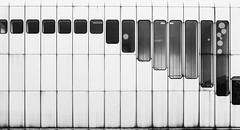 (desomnis) Tags: vienna wien monochrome blackandwhite blackwhite architecture lines urban station ubahn undergroundstation windows kaisermühlen desomnis canon6d 6d tamronsp2470mmf28 tamron2470mm modernarchitecture minimalist minimalistic minimal monochrom schwarzweis schwarzundweis sw bw