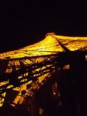 Eiffelturm (schremser) Tags: frankfreich paris eiffelturm toureiffel beleuchtung beleuchtet turm eisen stahl nacht