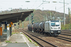 RheinCargo 187 078-1 passes Cologne West with a short rake of oil tanks on 24March17 (mikul44171) Tags: rheincargo 1870781 oiltanks tankcars colognewest kolnwest station class187 187087