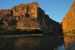 Photographer at Santa Elena Canyon (Ken'sKam) Tags: santaelenacanyon riogrande bigbendnp texas swtexas swusa canyon river rocks nature geology usamexicoborder