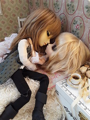 Ivan kissss (Extra pasado - Irina) (Lunalila1) Tags: doll groove junplaning track kuro viii extra pasado irina fotohistoria fh kovalsky pullip seila medevkin handmade outfit dress romantic taeyang filato iván epoque couple lovers kiss