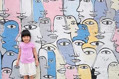 20170427 141/365 (直髮盧女士與捲毛壞脾氣小姐) Tags: 咪比 365 成長紀錄 child children girl kids mibi
