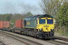 66588 Class 66/5 locomotive (Roger Wasley) Tags: 66588 class 66 freightiner low emission locomotive leamington spa leeds southampton station freight warwickshire trains railways uk gb