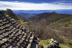Cévennes_DSC2901 (hervv30140) Tags: france paysage cévennes montagne hauteur toit lauze pierre lointain brulé printemps