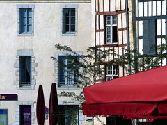 (MAGGY L) Tags: dmcfz200 paysbasque vieilleville façades parasol colombages