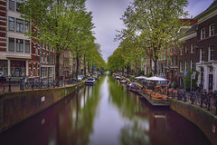 Amsterdam in green... (elpitiuso) Tags: amsterdam netherlands paisesbajos holland longexposure relejos canals