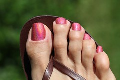Shocking Pink (IPMT) Tags: pink hot color sexy feet fetish foot rojo perfect toes painted rosa polish fresh vermelho sparkle thong barefoot pedicure reef layla sandal toenails shocking toenail holographic holo chancleta rosado pedi