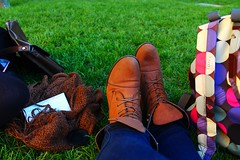 Sweetness. (algoquealcanzar) Tags: madrid green garden relax spain boots roxy hangingout botas mochila cespéd