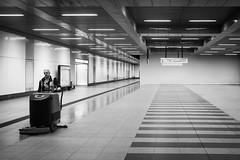 Sisyphos (ffela) Tags: berlin deutschland bahnhof cleaning hauptbahnhof trainstation mitte centralstation reinigung streetsweeper kehrmaschine vision:text=0612 vision:sky=0836 vision:outdoor=0784
