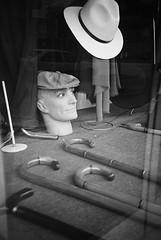Hat (uwaka) Tags: blackandwhite blancoynegro hat head contax cabeza sombrero analogue kodak400 bastn analogico