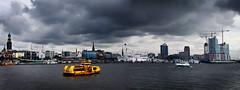 Hamburg - Von jenseits der Elbe (Vctor Romera de la Fuente) Tags: skyline ro port river germany puerto deutschland boot boat elba barco harbour hamburg alemania fluss hamburgo elbe landungsbrken brken