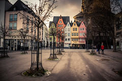 Red Riding Hood & the 5 Dwarfs / Petit Chaperon Rouge et les 5 Nains... (Gilderic Photography) Tags: cologne germany house architecture city girl trees light canon 500d gilderic perspective