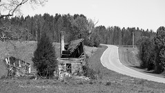 Splitsville (cwhitted) Tags: pinnacle northcarolina unitedstates us stokescounty bw blackwhite blackandwhite monochrome abandoned oldhouse rural ruraldecay canon eos canoneos6d sigma sigmaart sigma24105mm sigma24105mmf4dgoshsmart