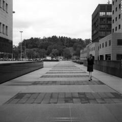 Milano (Valt3r Rav3ra - DEVOted!) Tags: rolleiflex ilforddelta400 medioformato film bw biancoenero blackandwhite valt3r valterravera visioniurbane urbanvisions streetphotography street bicocca università university milano analogico analog