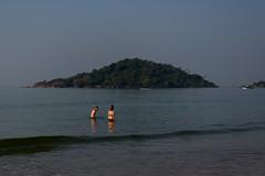 Goa, India (Yesmk Photography) Tags: couple goa beach mountain bathing sea water india yesmk muthukumar travel k2gride nwc outdoor daylight nikon d90 18105mm digital nikkor