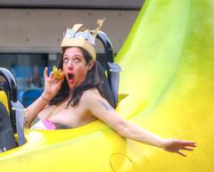 Yellow?  Who's calling? (Non Paratus) Tags: doodahparade parade people crowd pasadena 39th 2016 banana woman funny humorous