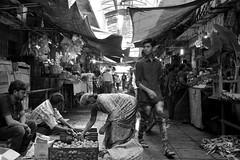 Mysore Devaraja Market (simon-r-) Tags: mysore india karnataka 2017 inde indien april south market bazaar scene devarajamarket shops travel life people street photography world mysuru documentary light inside bw blackandwhite schwarzweis city urban الهند sony alpha ilce 5000