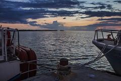 IMG_7725 (Carlos M.C.) Tags: holbox mañana madrugada despertar blanco negro color barco bote lancha ferry camarote rojo azul salvavidas amarre cuerda botes