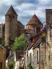 Semur-en-Auxois # 2 (Les 3 couleurs) Tags: semurenauxois côtedor bourgogne burgundy châteaux castle auxois