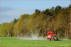 Für das gute Aroma ... (der bischheimer) Tags: traktor feld lausitz sachsen sony derbischheimer