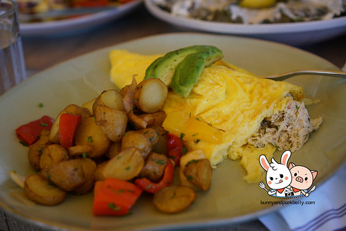laguna beach omelet - dungeness crab, purple haze goat chees, avocado, skillet potatoes