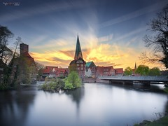 Hansestadt Lüneburg II (PhotoArt Hartmann) Tags: hansestadt lüneburg hanse ilmenau wasser sonnenuntergang wolken himmel kirche wasserturm stadt city water sky clouds sunset river jan photoart hartmann