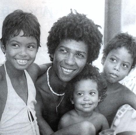 Djavan e os filhos Flavia, Max e João por Wilton Montenegro